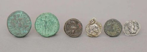 6 antike Münzen (römisch und griechisch)u.a. Hadrianus Augustus (ca. 120 n. Chr.), Maxiamus