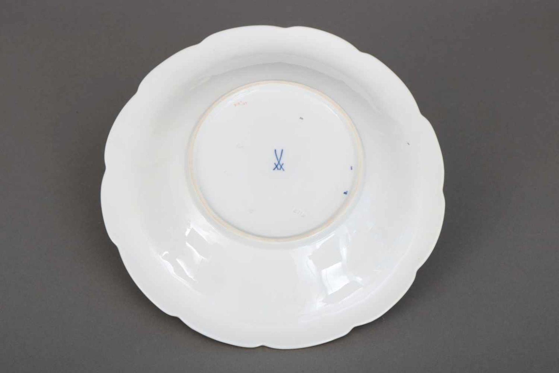 MEISSEN Prunktellerrunder, geschweifter Teller mit Reliefdekor (Blätter) mit Ätzgold- und - Bild 2 aus 2