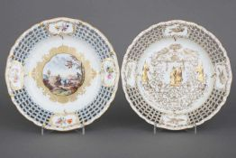Paar KPM BERLIN Durchbruchteller1x ¨à la Chinoise¨ (Goldmalerei mit chinesischen Figuren und
