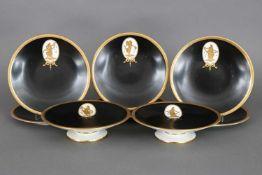 Konvolut Porzellan WEDGWOODbestehend aus 6 Tellern (D ca. 20cm) und 2 Fußschalen (D ca. 20cm),
