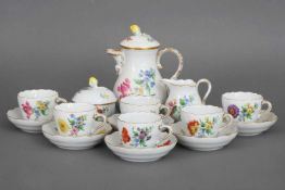 MEISSEN MokkaserviceDekor ¨Blume¨ (Bouquetmalerei), bestehend aus 6 Tassen mit Untertassen, 1 Kanne,