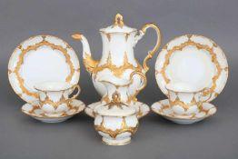MEISSEN Tête-à-TêteB-Form, Prunkdekor, Ätzgold, bestehend aus 1 Kanne, Milchkännchen, Zuckertopf