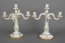 Paar SCHIERHOLZ/PLAUE Girandolen im Stile des Rokokoum 1900/20, je 5-flammig, Blätter-, Muschel- und