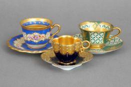 3 HUTSCHENREUTHER Mokkatassen, um 1920diverse Formen und Dekore, alle mit Vergoldung und