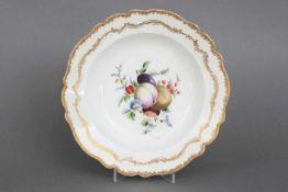 Meißen Teller der Marcolini-Zeitum 1800, runder, vertiefter Teller mit bewegtem Rand, im Spiegel