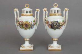 Paar SCHIERHOLZ/PLAUE Potpourri-Vasenum 1900, farbig bemalt, ovoider Korpus auf eckigem Stand, 2