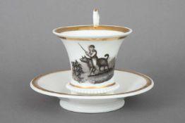Empire Tasse mit Grisaille-Malereiunbekannte Manufaktur (ungemarkt), kraterförmige Tasse auf 3