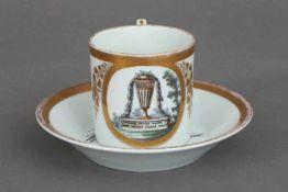 Empire TassePorzellan (ungemarkt), zylindrische Tasse mit J-förmigem Griff, ovale Kartusche mit