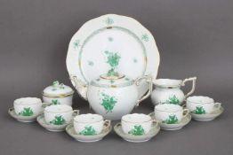 HEREND Teeservice ¨Apponyi (grün)¨ für 6 Personenbestehend aus Teekanne, Milchgießer, Zuckertopf,