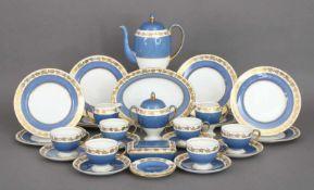 WEDGWOOD Kaffeeservice ¨Whitehall¨ (blaue Ausführung)bestehend aus 1 Kanne, 1 Zuckertopf, 2