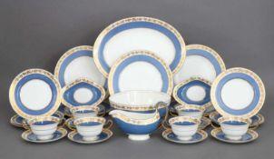 WEDGWOOD Speiseservice ¨Whitehall¨ (blaue Ausführung)bestehend aus 5 Speisetellern, 6 Suppentassen