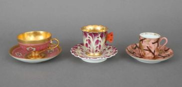 3 Sammeltassen des 19. und 20. Jahrhundertsdiverse Manufakturen, Formen und Dekore, bestehend aus