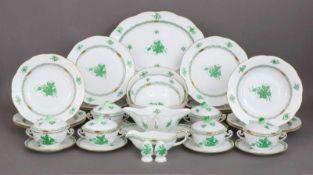 HEREND Speiseservice ¨Apponyi (grün)¨bestehend aus 12 Speisetellern, 6 Suppentellern, 6 Suppentassen