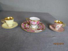 drei Mokkasets Tassen mit Tellern