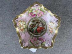 Kleine Porzellanschale wohl Wien unterhalb gemarkt mit Bienenkorb schöne barocke Darstellung ca.