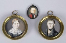 MiniaturenZwei Herren- und 1 Damenportrait. Miniaturmalereien. Bis 6 x 6 cm. Besch.- - -27.00 %