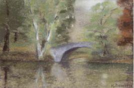 """Bamberg, Katharina (1873 Stralsund-1966 ebenda) """"Flußlandschaft mit Brücke"""", Pastell,signiert u."""