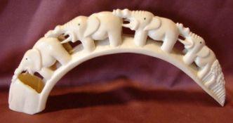 Elefantenschnitzerei, Bein, (1 Zahn gebrochen), H. ca. 14, B. 29 cm