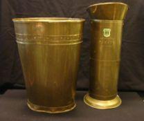 2 Schirmständer, Messing, verschiedene Formen, H.ca. 43,51 cm, Bodenränder verbeult- - -22.00 %