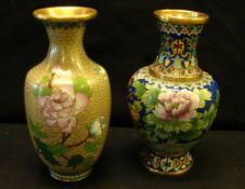 Paar Vasen, Cloisonné, verschiedene Dekore, H.ca. 21 cm- - -22.00 % buyer's premium on the hammer