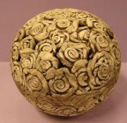 Kugel, Keramik, leicht bestossen, reich verziert, Dm. Ca. 18 cm- - -22.00 % buyer's premium on the