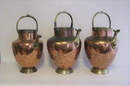 3 Henkelkannen, 19. Jahrhundert, Kupfer und Messing, h 47 cm, d 23 cm.- - -19.00 % buyer's premium