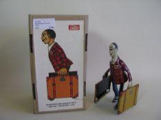 Mechanisches Blechspielzeug, Reisender mit Koffer, Spanien, Paya, limit. Aufl. 5000 Stück, Schlüssel