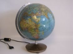 Globus, Columbus Verlag Stuttgart, 1950er Jahre, elektrifiziert, intakt, h 36 cm, d 29 cm.- - -19.00