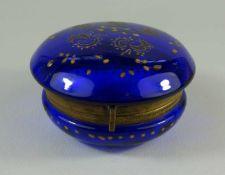 kobaltblaue Dose, um 1900 blaues Glas, Ober- und Unterteil leicht gewölbt, Messingmontierung mit