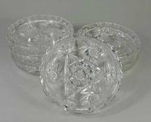 6 Kristallschalen, 20. Jh. Bleikristall, rund und leicht gemuldet, Boden mit zentralem Stern und