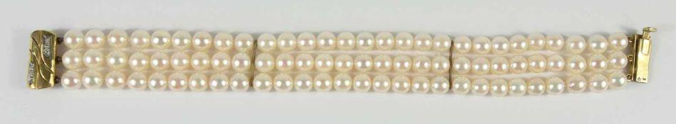 dreireihiges Perlenarmband mit 585er Gold-Schließe84 Perlen mit cremefarbenem Lüster,