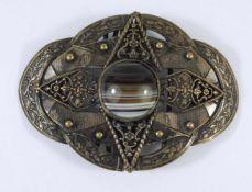 Gürtelschnalle mit Streifenachat, um 1900Messing, ehemals versilbert, 6,5*6cm