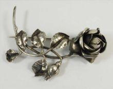 Brosche Rose, 800 Silber, Gew.14,36g, diverse Punzen, vollplastische Darstellung einer Rose mit