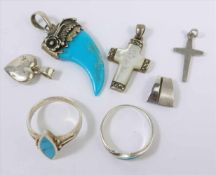 Konvolut Silberschmuck: 2 Ringe und 5 Anhänger, 925 Ag, Gew.23,21g, u.a. Kreuz mit Perlmutt, L.