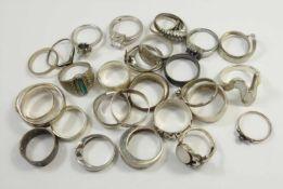 Konvolut Silberringe, überw. 925 Ag, Gew.104,40g, unterschiedl.Arten und Größen, tlw. mit