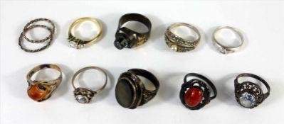 11 silberne Ringe, tlw. mit Steinbesatz, Gesamt-Gew.37g, 800 / 835 / 925er Ag, U.51-58