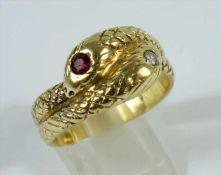 Schlangen-Ring mit Brillant und Rubin, 585er Gelbgold, Gew.10,63g, sich windende, zweiköpfige