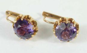 Paar Amethyst-Ohrringe, 583er Rotgold, Gew.8,12g, runde, facettierte Steine in Krappenfassung,