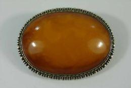 Brosche mit großem, ovalen Bernstein, 800er Silber, Gew.36,37g, Butterscotch-Bernstein, leicht