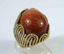 Ring mit Goldstein, 750er Gelbgold (18kt), Gew.11,83g, ovaler Cabochon in Kordeldrahtfassung aus