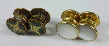 2 Paar Manschettendruckknöpfe, 30er Jahre, 1* mit Perlmutt, 1* mit Emaille- - -18.00 % buyer's