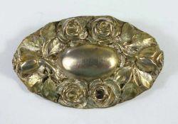 Brosche mit Rosenblüten, 800er Silber, Gew.17,82g, oval, plastisches Rosenblütenrelief, LH 48,5mm*