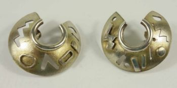 Paar silberne Ohrstecker mit geometrischem Muster, Gew.12,86g, D.ca.3cmPair of silver earrings