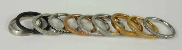 10 Edelstahlringe, Gesamt-Gew.26,87g, kombinierbar und gesamt zu tragen, tlw.diamantiert, tlw. mit