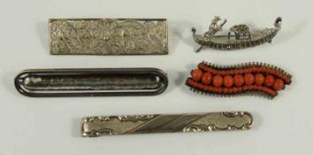 4 silberne Broschen und eine silberne Krawattennadel, Gesamt-Gew.25,35g; 1* filigran, L.4,8cm; 1*