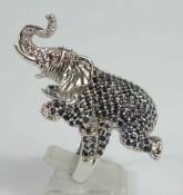großer Elefantenring, 925er Silber, Gew.21,83g, reichhaltiger Saphirbesatz, 2 kl.Rubine als Augen,