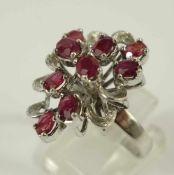 silberner Ring mit 9 Rubinen, Gew.5,52g, Durchbruchringkopf mit ovalen, facettierten Rubinen in