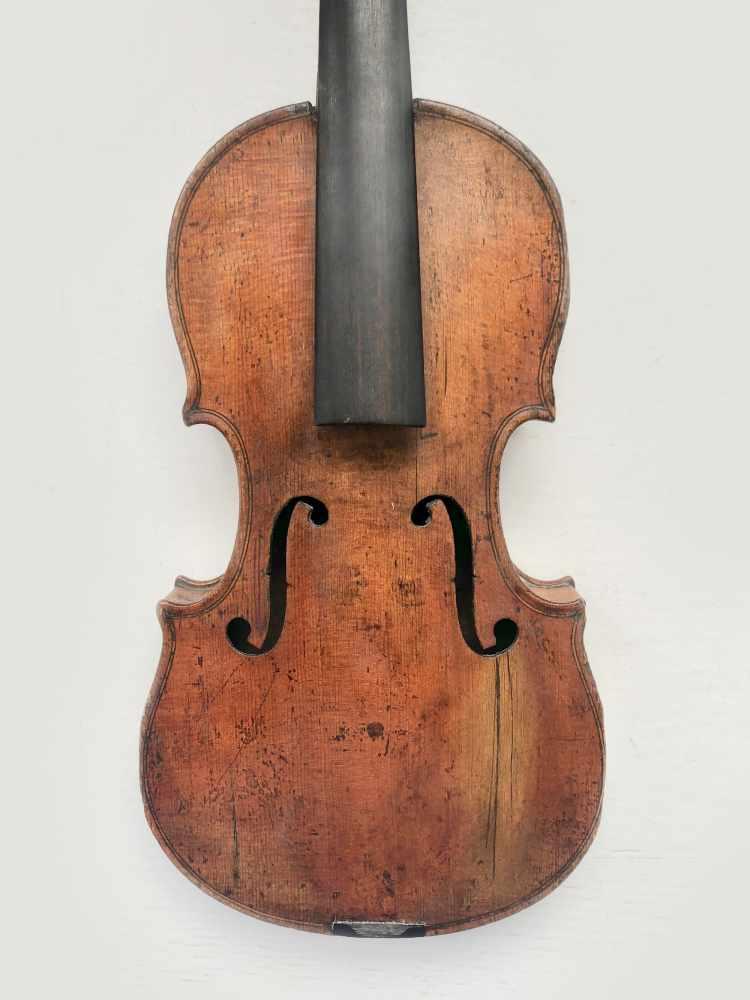 Lot 52 - 1/2 Violine, Italien, 18. Jh., reparaturbedürftig, L.:43 cm, unbespannt.
