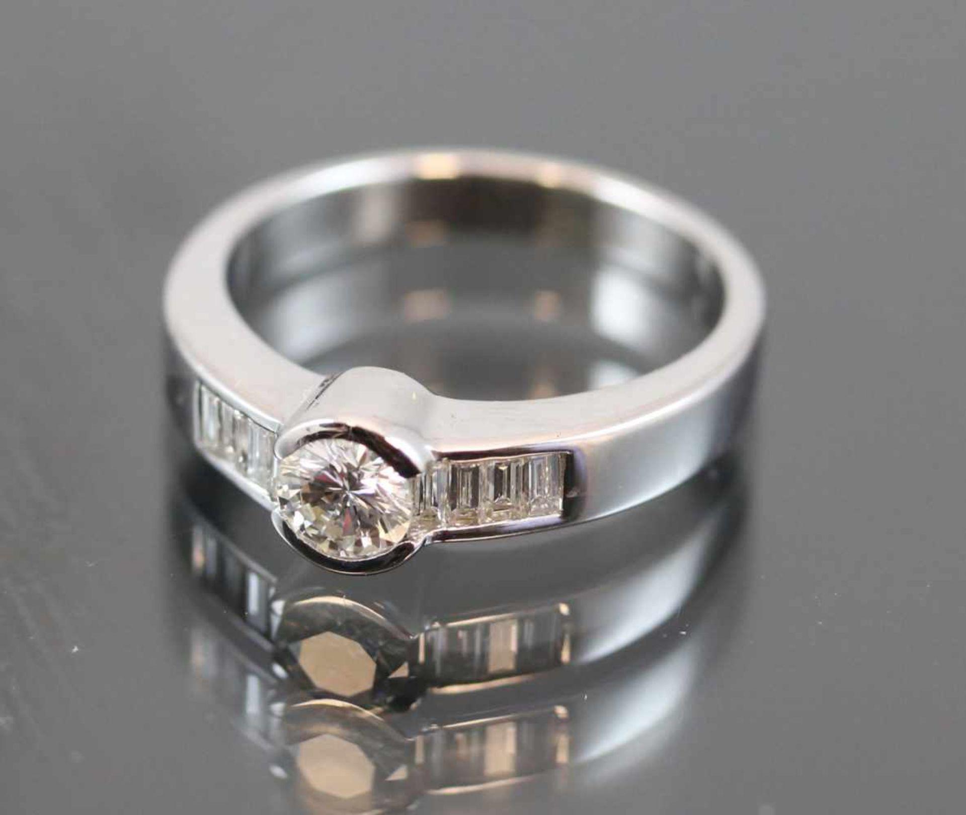 Los 40 - Brillant-Diamant-Ring, 750 Weißgold6,4 Gramm 1 Brillant, 0,45 ct., tw/vvsi. Ringgröße: 568 Diamanten