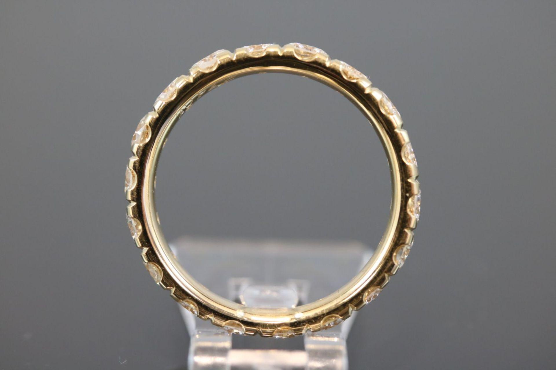 Los 16 - Memoire-Ring, 750 Gelbgold5 Gramm 18 Brillanten, 2,74 ct., w/si. Ringgröße: 58Schätzpreis: 8000,-